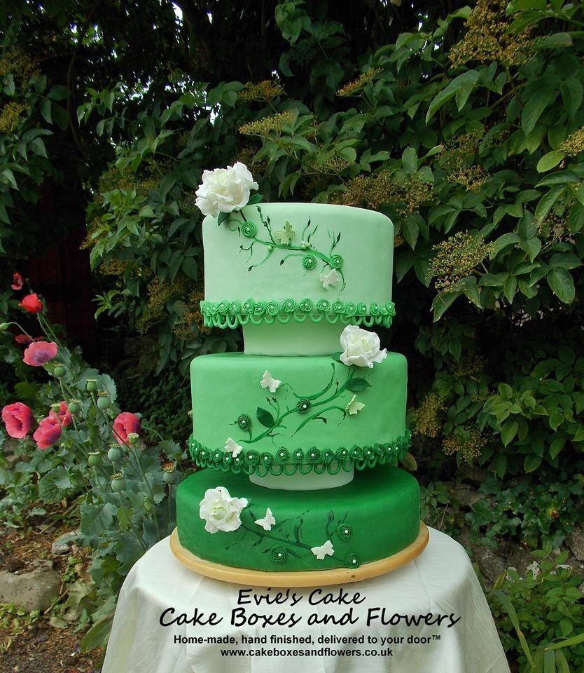 Specialising in bespoke wedding cakes and sugar flowers choose Cake Boxes and Flowers and book a taster session today