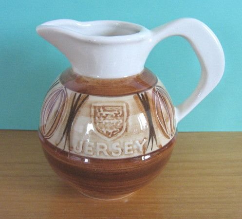 Jersey Pottery vintage / retro handpainted jug in brown and white with Jersey crest (c.1960s) - www.vanishederas.com
