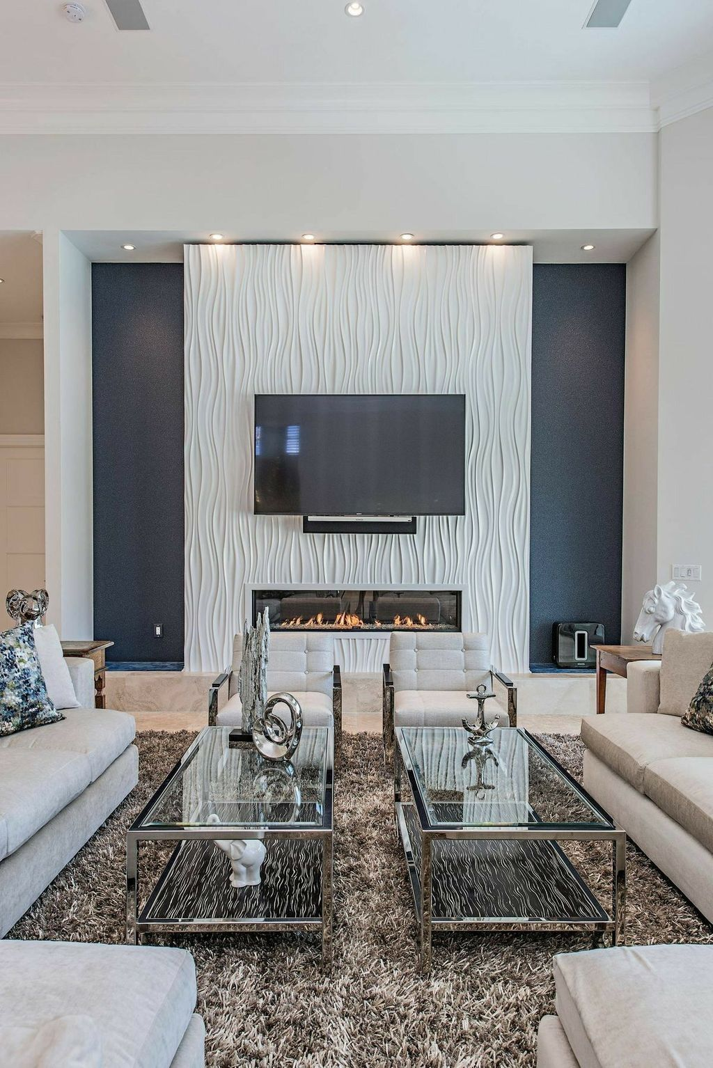 35 Attractive Living Room Ideas With Heating Fits The Winter Stylish Living Room Family Room Design Living Room With Fireplace #tv #in #living #room #with #fireplace