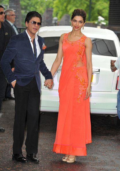 Deepika Padukone Shahrukh Khan Photos Photos Shahrukh Khan And Deepika Padukone At Itv Studios Deepika Padukone Style Beautiful Saree Saree Gown