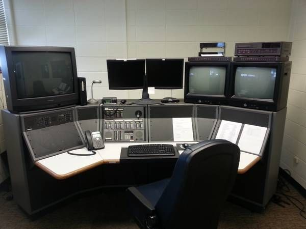 POLICE DISPATCH CONSOLE - MOTOROLA COMMAND STAR (NKC MO
