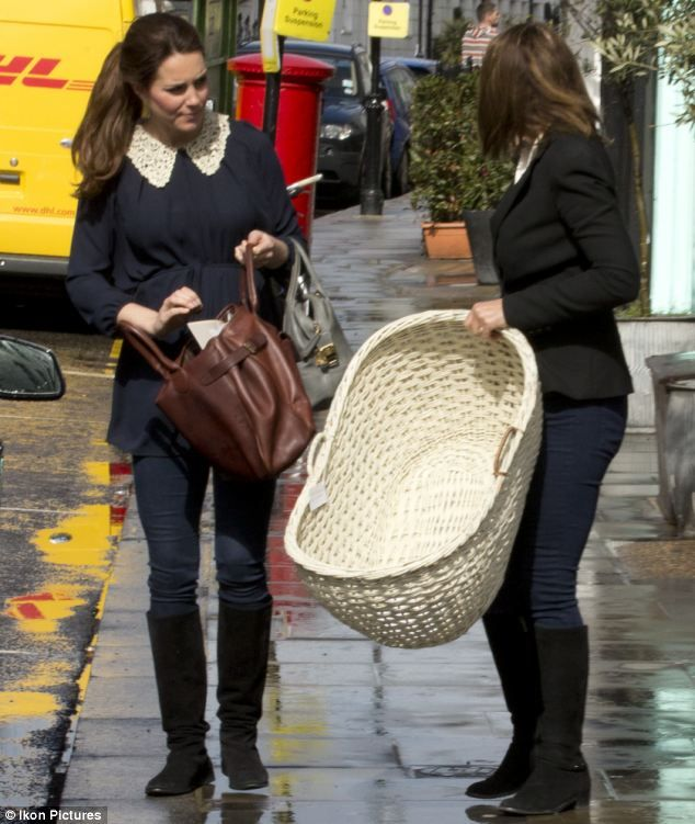 Kate Gets A Helping Hand From Mum Ss Of Cambridge Is Joined By Carole As She S 295 Moses Basket