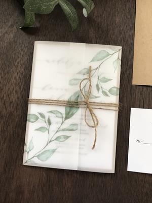 Photo of Pergament Hochzeitseinladung mit Grün und Schnur