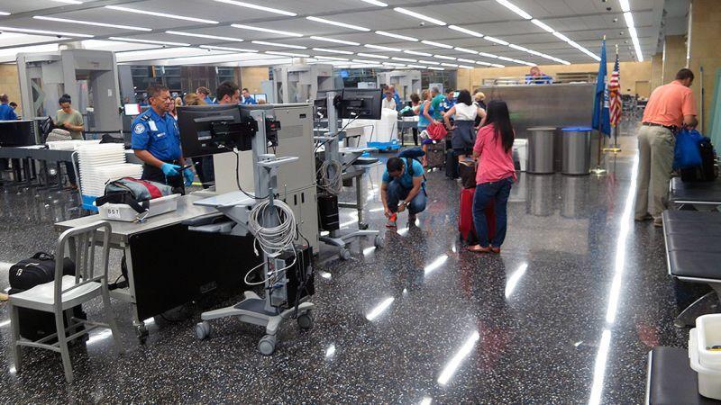 Los aeropuertos de EE.UU. obligarán a sacar todos los dispositivos ... - Gizmodo en Español