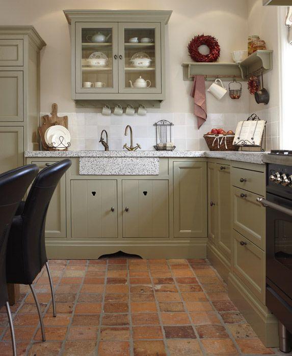 Romantische landelijke keuken met plavuizenvloer | kitchen ...