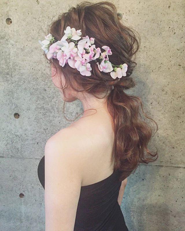 * * wedding ♡  hair * * ハワイで挙式の花嫁さま♡ 今日はハワイのヘアメイクさんに 自分のやりたい髪型をわかりやすく 伝えるためにリハーサルをしに 来てくれました♡ * * スイトピーかわいい * * #ヘアアレンジ #ウェディング #浜松市 #マリhair