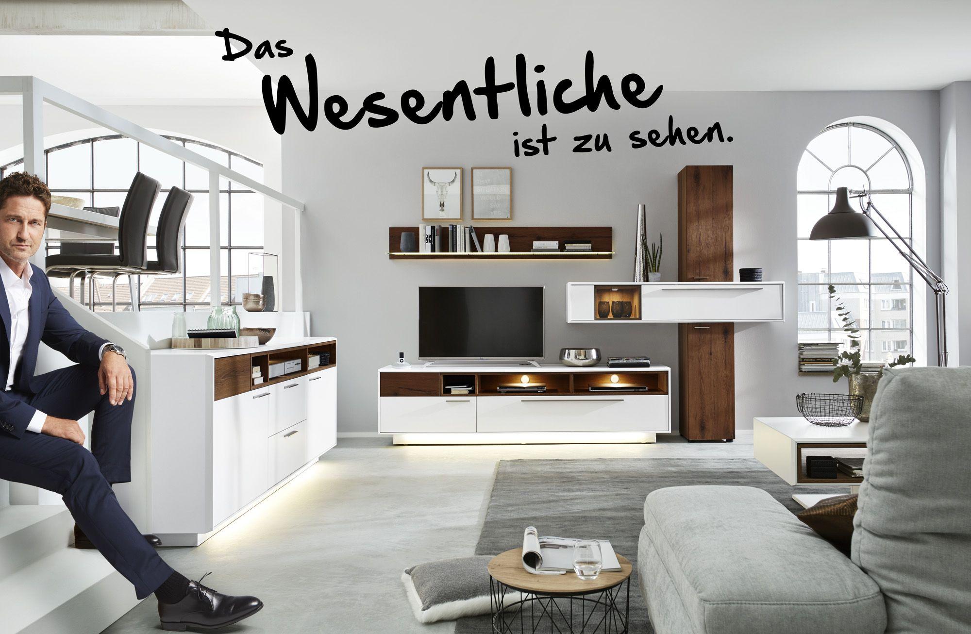 Das Wesentliche Ist Zu Sehen So Heisst Es In Der Aktuellen Interliving Kampagne Mit Gerard Butler In Dies Wohnzimmer Modern Kleine Wohnzimmerideen Wohnzimmer