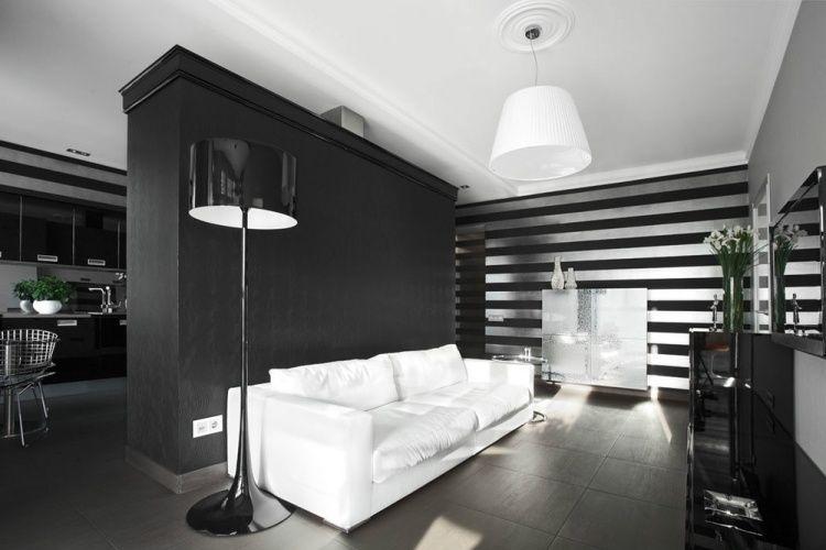 Tapeten mit horizontalen Streifen in silber und schwarz Wohnzimmer