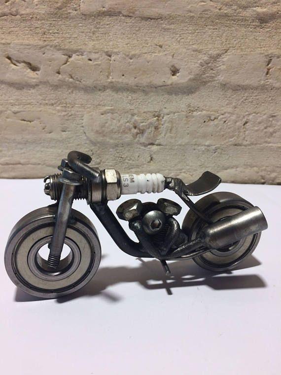 Chatarra arte hecho a mano Tuercas y Tornillos Vintage Moto modelo de regalo dirtbike