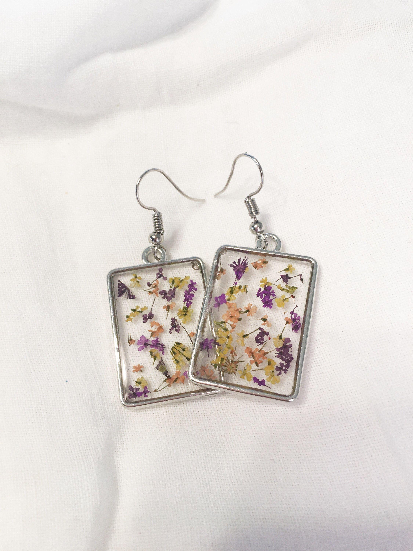 Nature terrarium earrings dainty flower drops real flower jewelry Pressed flower earrings botanical dangles red daisy earrings