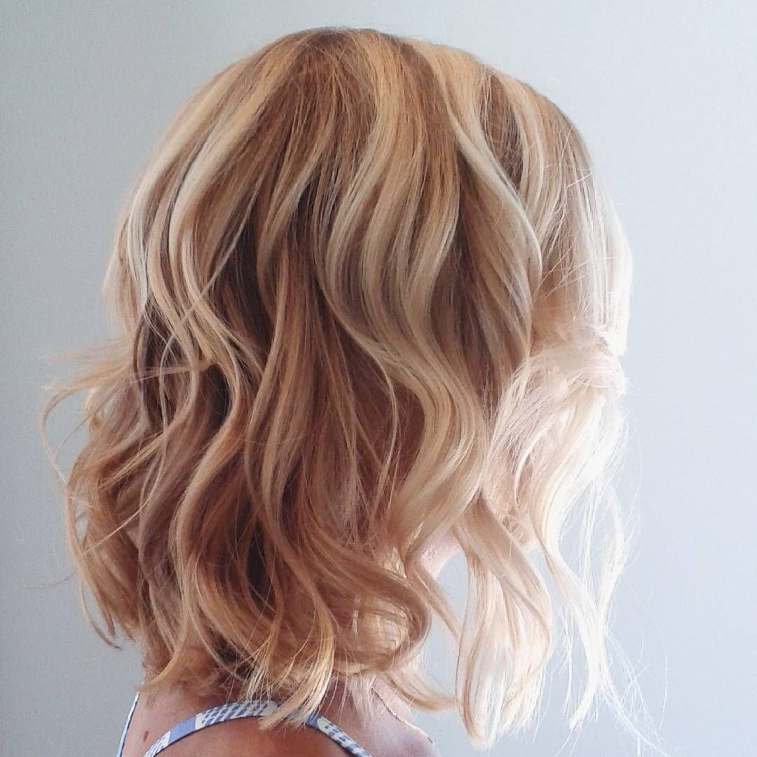 Blonde Highlights Lowlights Balayage Beachy Waves Bohemian Wavy Hair Short Ha Short Hair Balayage Balayage Hair Blonde Short Bob Hairstyles For Thick