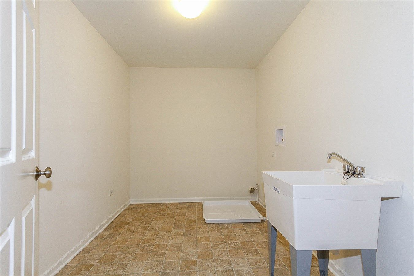 Laundry room (upstairs)