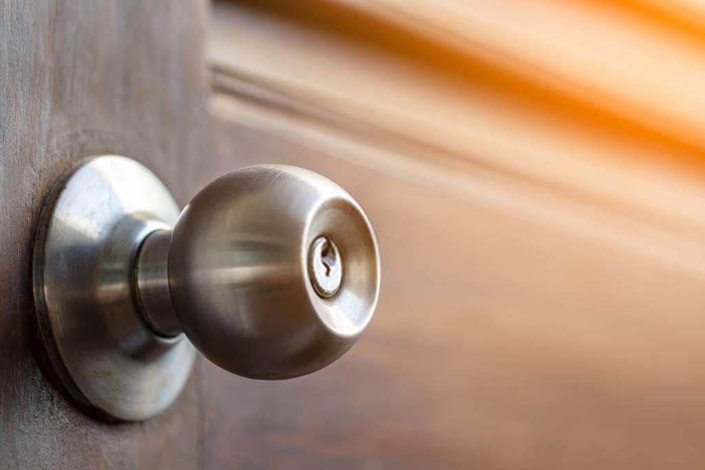 مقابض ابواب واكر بيتك ازاى تختارها بدقة وعناية من حيث الشكل والجودة بيتك احلى Decor Door Handles Home Decor