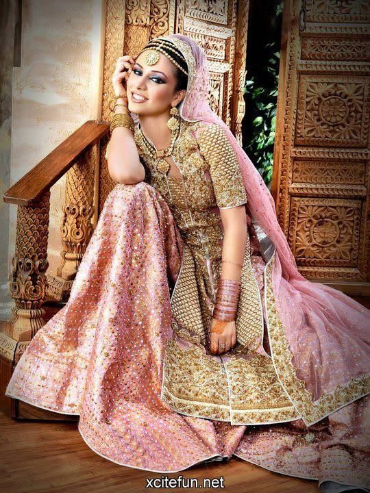 Pin uživatele Maria Siddiqua na nástěnce Indo-Pak Fashion  ae04aae78c6