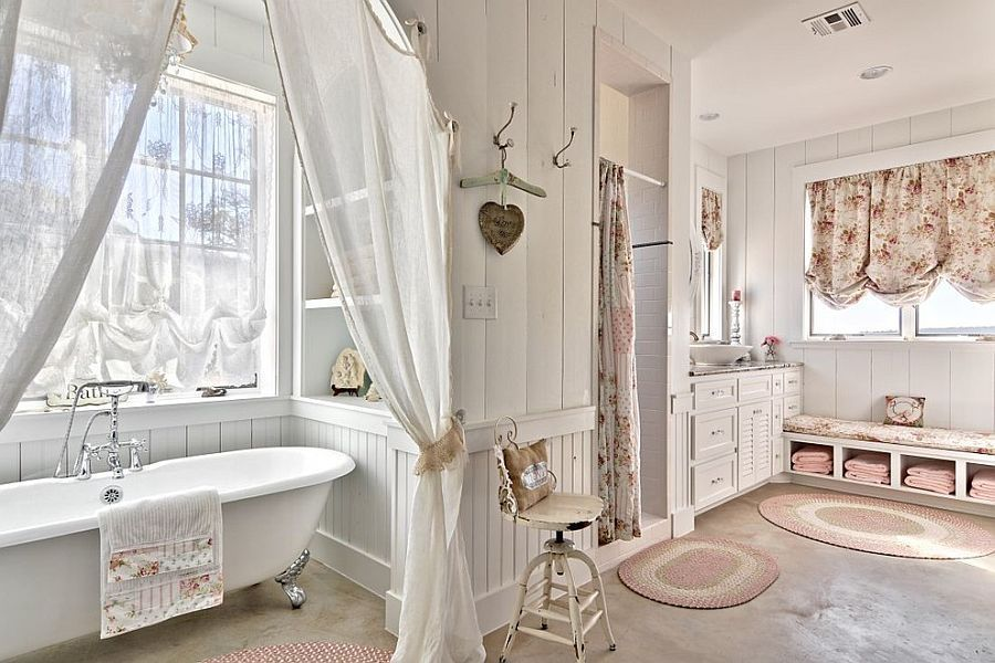Comfy shabby chic bathroom in white with claw-foot bathtub Design