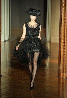 Christian Lacroix Couture Fall 2009 - Al Borde de la Quiebra