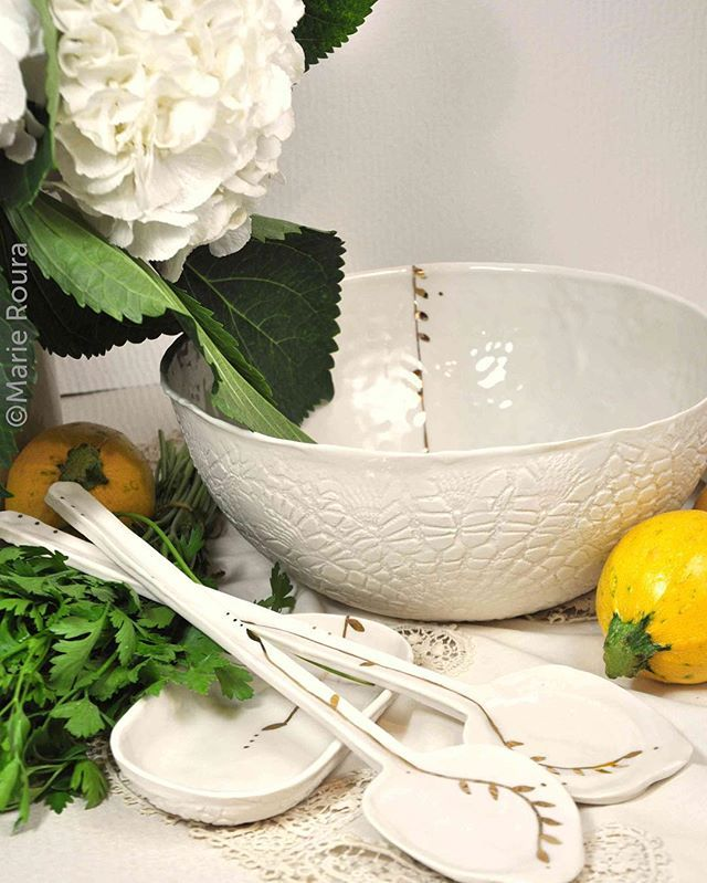 #saladbowl #saladspoons #salad #salades #salads #vivementlété #ceramics #ceramicspoons #ceramicbowl #ceramica #porcelain #tableware #dinnerware #servingware #homewares #handmade #wabisabi #creditphotomarieroura #myriamaitamarceramics