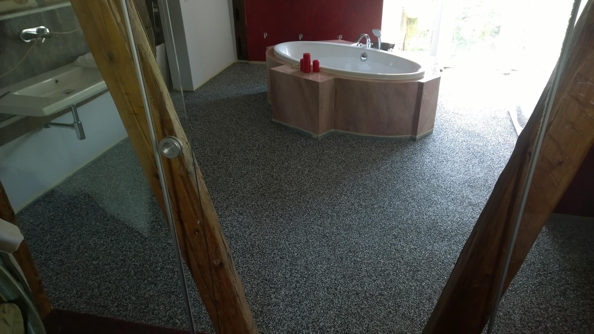 Steinteppich Badezimmer ~ Steinteppich als bodenbelag im badezimmer exklusive fußböden