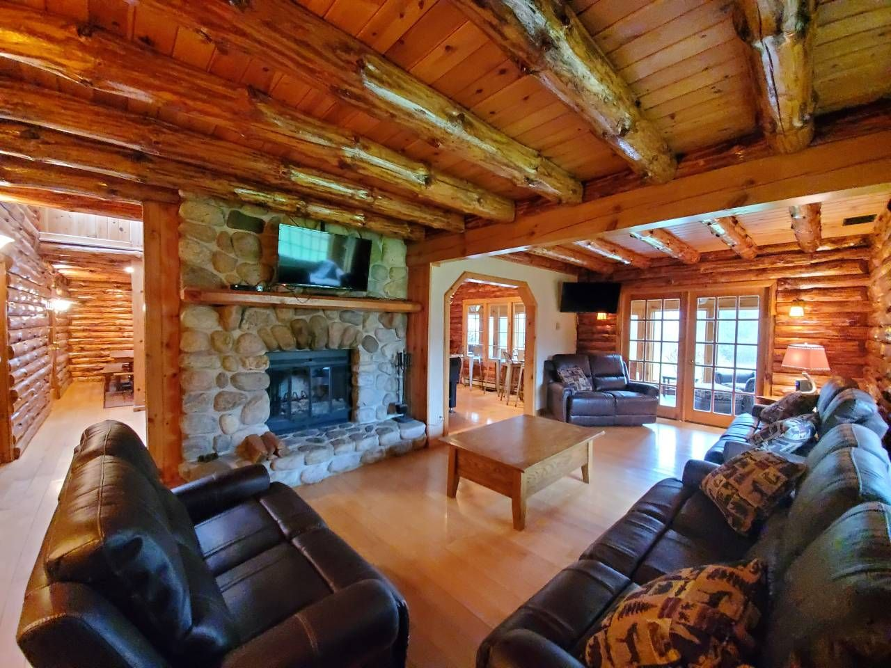 Rustic Lake George Adk Lodge W Luxury Ammenities Houses For Rent In Queensbury Renting A House Airbnb House House