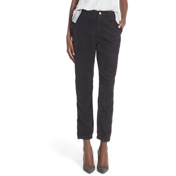 Young, Fabulous & Broke 'Rush' Crop Twill Pants (1.505 NOK) ❤ liked on Polyvore featuring pants, capris, black, twill pants, light weight pants, lightweight pants, cropped capri pants and cropped trousers