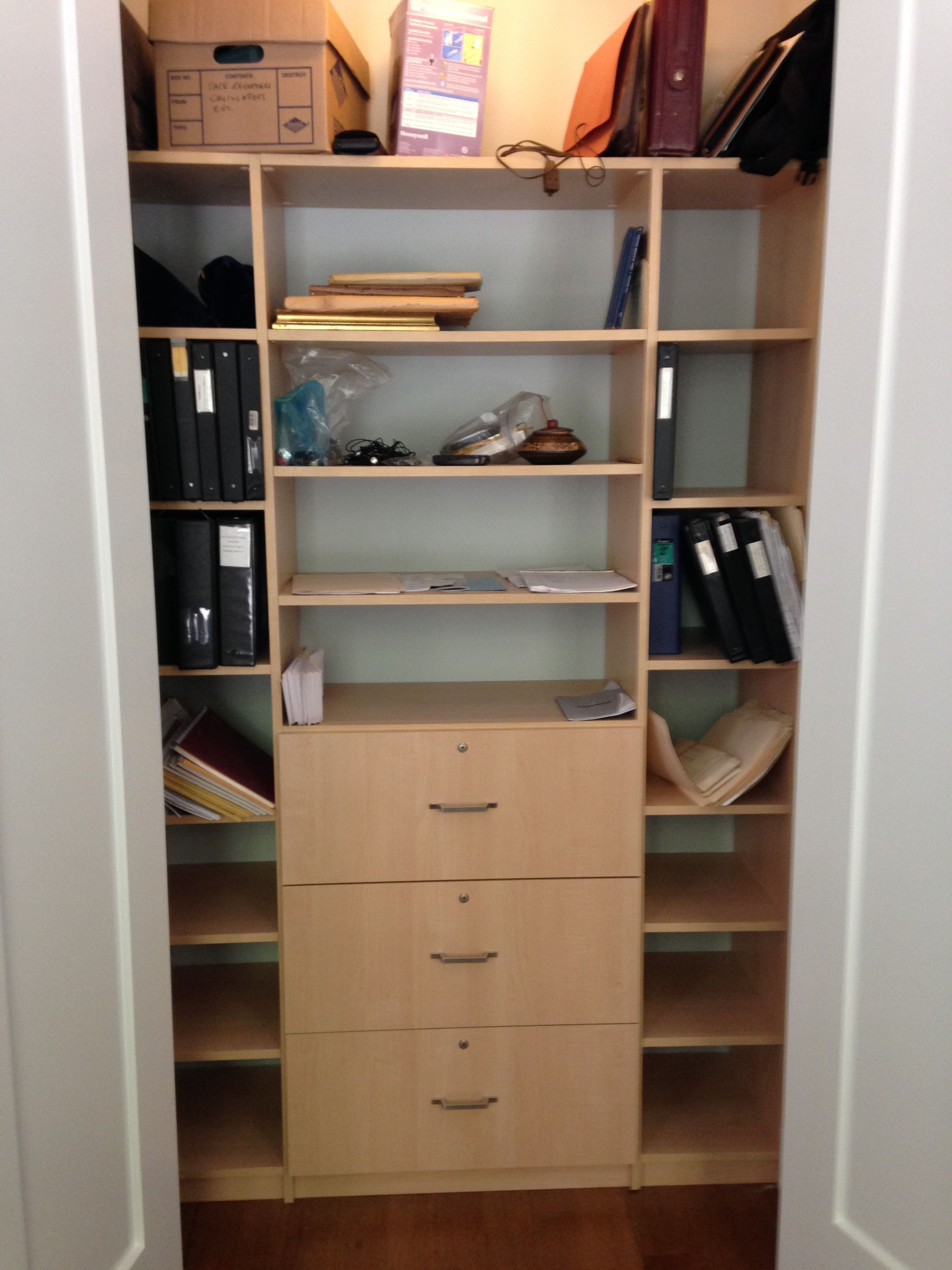 Reach In Closet In Pre Finished Maple Veneer With Locking