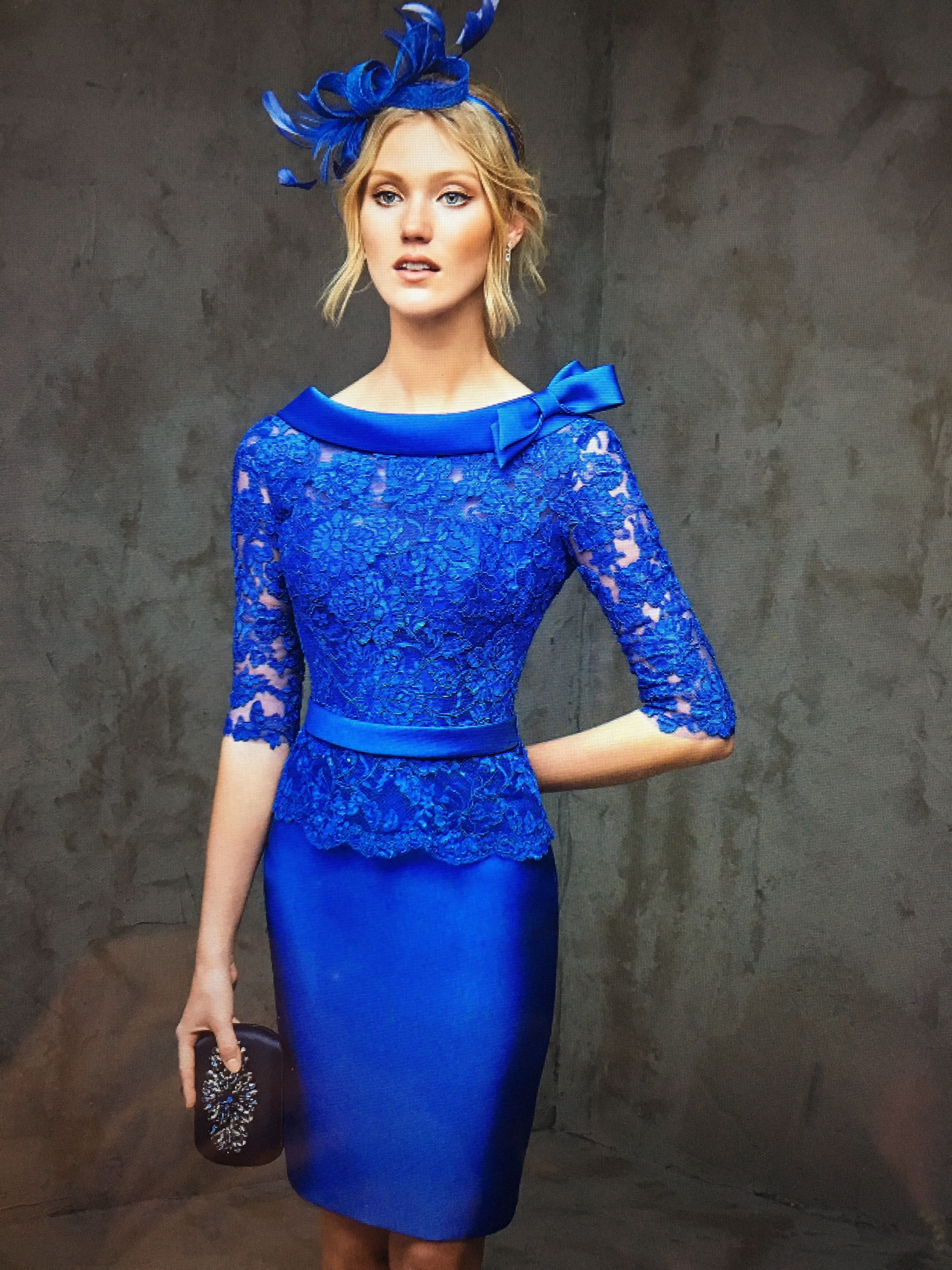Vestidos de encaje azul celeste