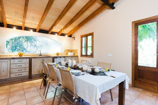 Gode priser på Finca i Sineu, Spanien - sleeps 6 people, 3 soveværelser, Internet (Wi-Fi), Svømmebassin (privat)  lang inni í landi