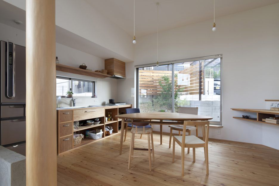 Modern Small Japanese Kitchen With Wooden Kitchen Cabinet And Wooden Dining Set Plus Contemporary Home Kitchen Design Small House Design Kitchen Kitchen Design