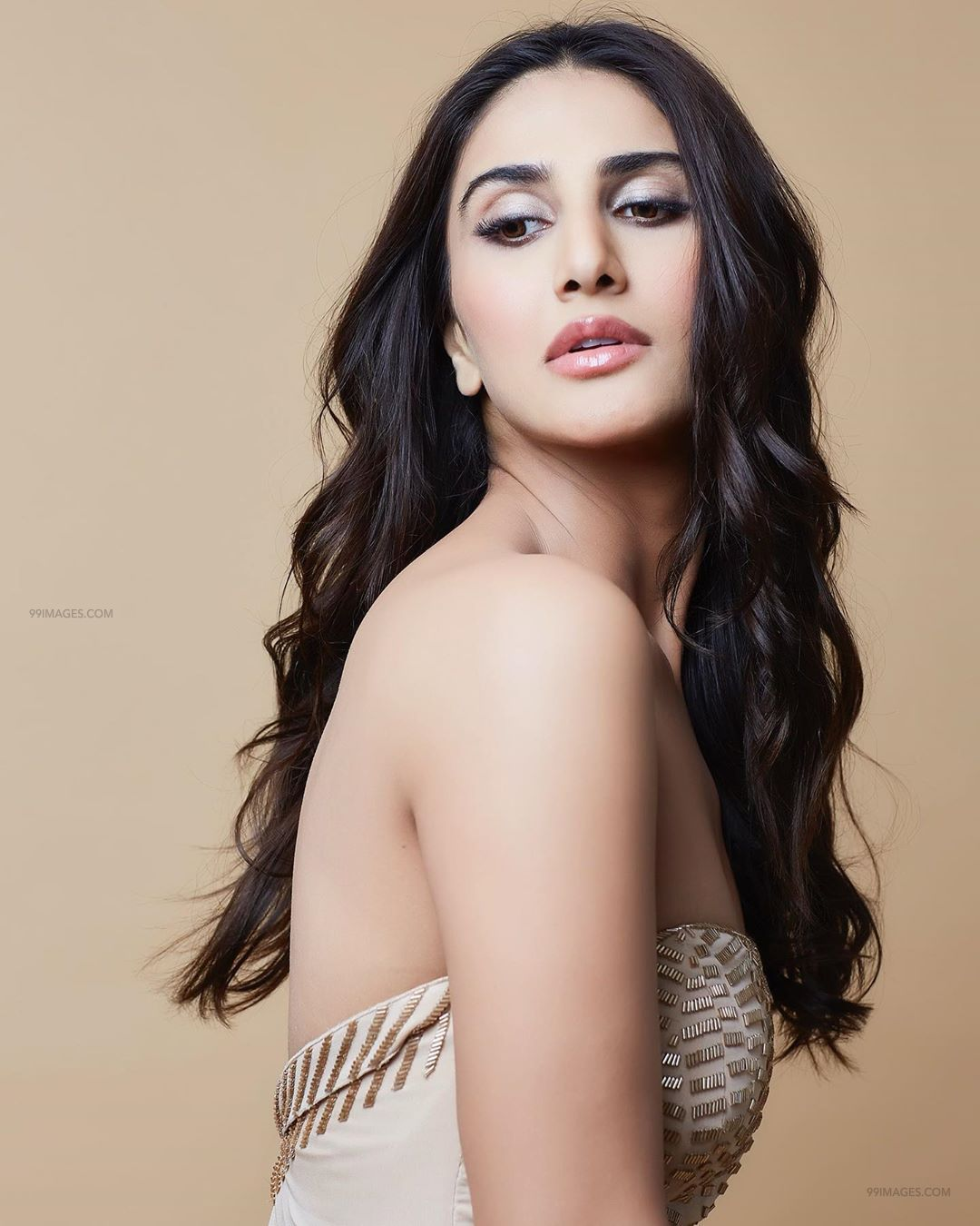Vaani Kapoor Hot HD Photos & Wallpapers for mobile (1080p) (64437)