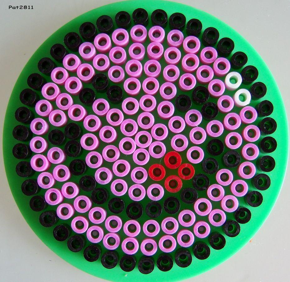 Perles hama smileys sur petite plaque ronde perles hama les loisirs et hama - Smiley perle a repasser ...