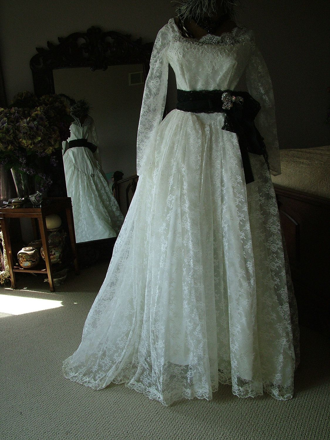 Vintage White chantilly lace Wedding dress Bridal gown 1950s ...