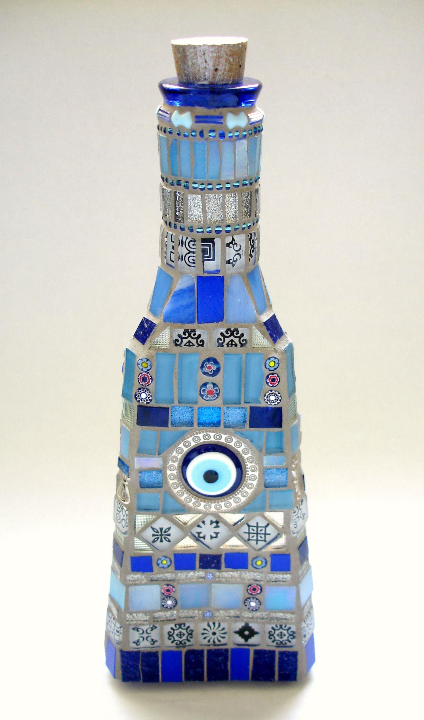 Decorated bottle by Lucano Mosaico. www.lucanomosaico.com.br