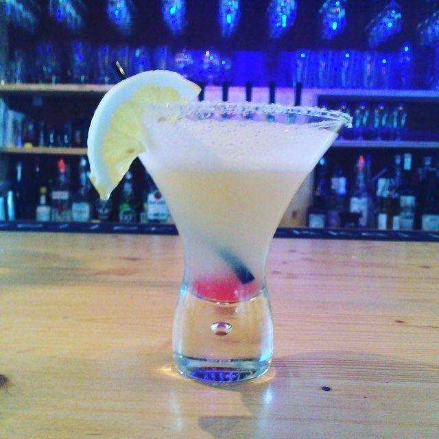 Fredagskänslan är på topp! Paulina fixar inte bara sjukt goda drinkar utan…
