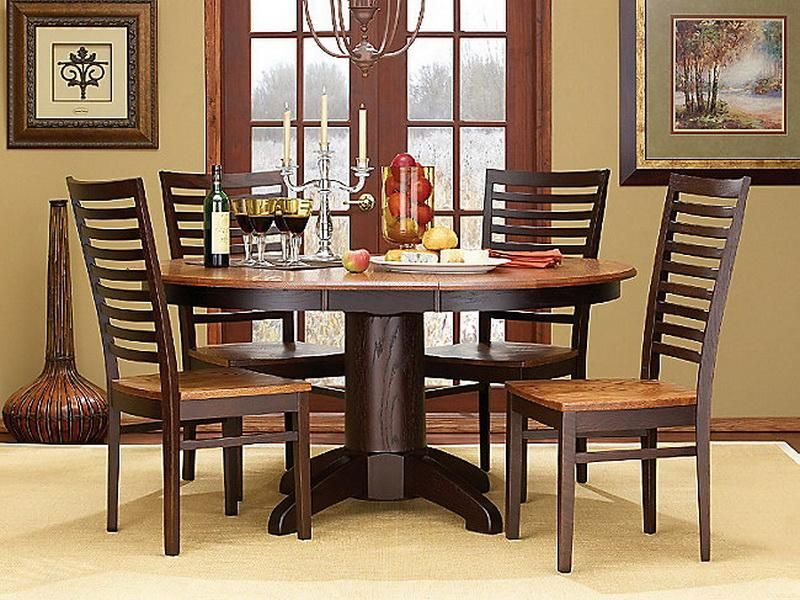 classic wooden round dining table design with 3 candle and bootle