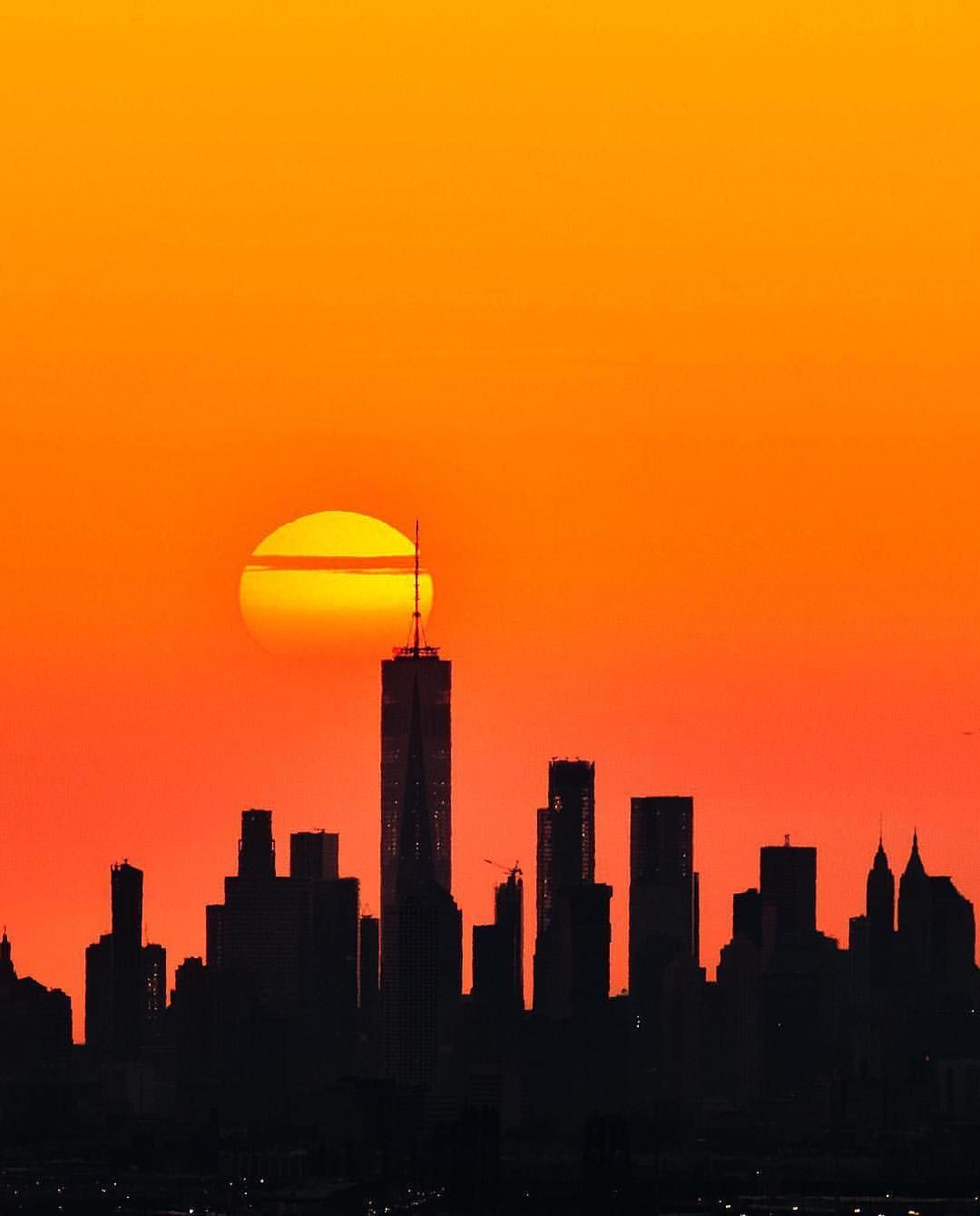 That S A Real Emoji Capture By Bill Nycfotophun Awesome New York Silhouettes Picturesof Sunset Landscape Photography Landscape Silhouette City Photography