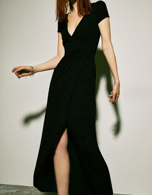 Langes Kleid mit seitlichem Schlitz  Lange kleider, Kleider, Trends