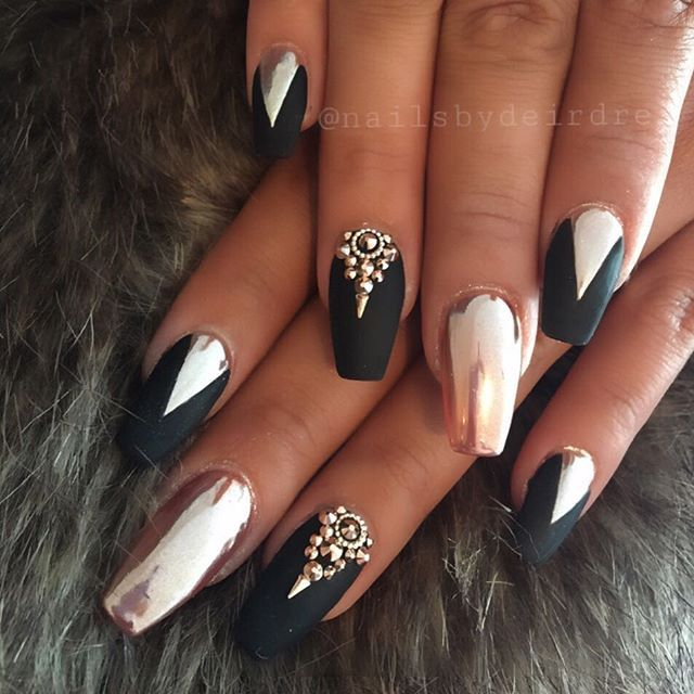 Rose Gold Chrome And Black Matte Is Always A Good Situation Riyasnailsalon Rose Gold Nails Chrome Nails Designs Glam Nails
