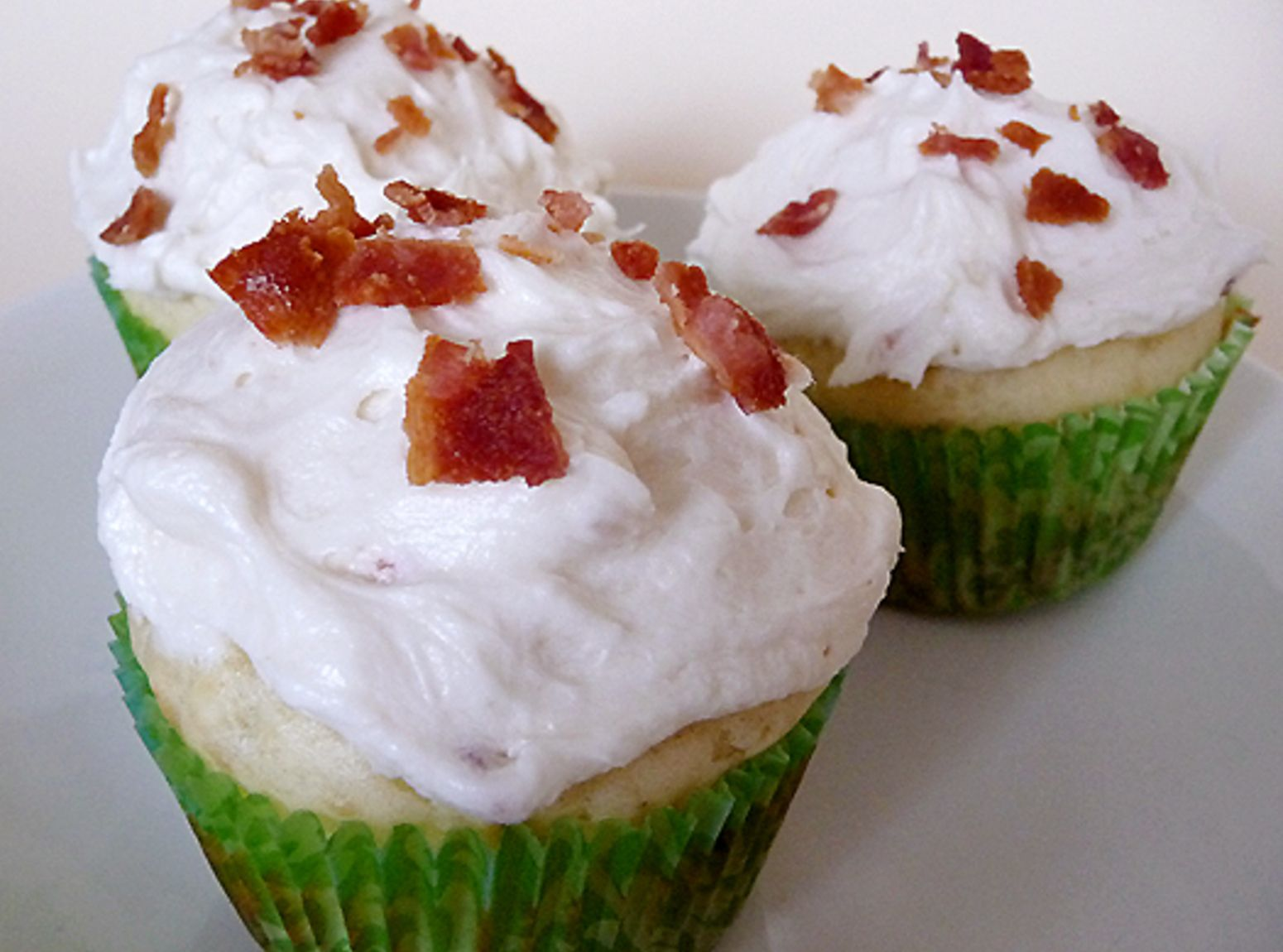 Pancake Cupcakes with Maple Bacon Buttercream Frosting! Yum-o!