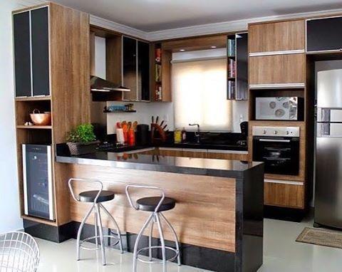 Cozinha Planejada Com Espaco Para Os Livros E A Adega O
