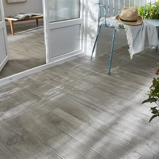 Carrelage terrasse gris 15 x 60 5 cm gargano castorama for Carrelage imitation bois exterieur