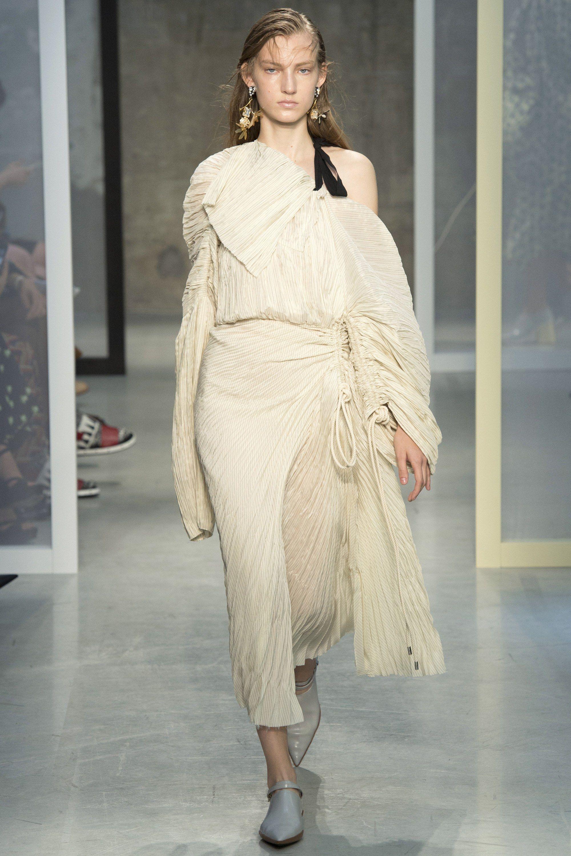 Marni Spring 2017 Ready-to-Wear Fashion Show | RUNWAY ...