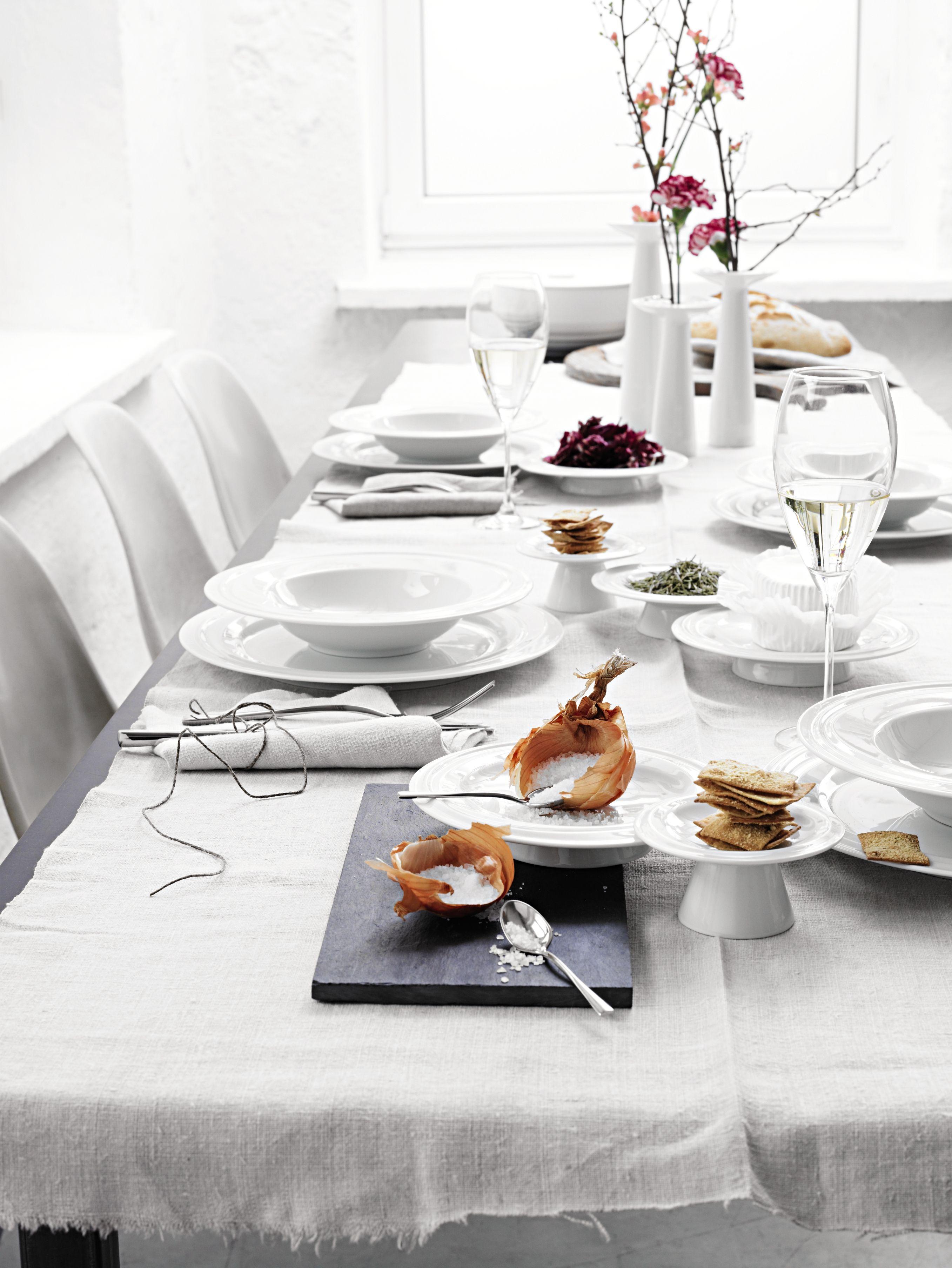 نصائح ترتيب المائدة في رمضان احرصي على وجود 4 أطباق مختلفة الأحجام على الأقل 12 أو 24 قطعة من كل نوع حسب عدد أفراد العائلة Table Settings Design Table
