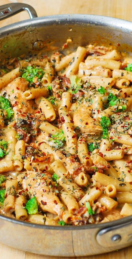 Chicken and Broccoli Pasta with Sun-Dried Tomato Cream Sauce #tomatocreamsauces