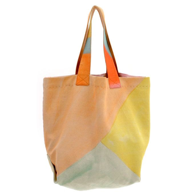 Canvas Beach Bag.    Cute, but I'd LOVE to remake this with some Kona Solids. :P