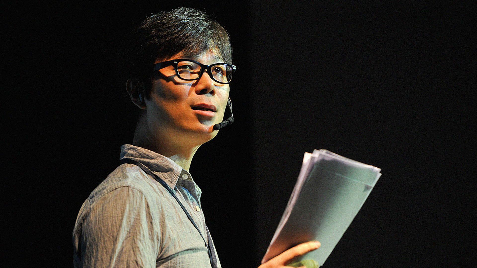Young-ha Kim: Sé un artista, ¡ahora mismo!  ¿Por qué paramos de jugar y de crear en algún momento? Con encanto y humor, el famoso autor coreano Young-ha Kim invoca a los mejores artistas del mundo para animarlos a desatar al niño que llevan dentro: el artista que quisiera jugar para siempre. (Grabado en TEDxSeúl)