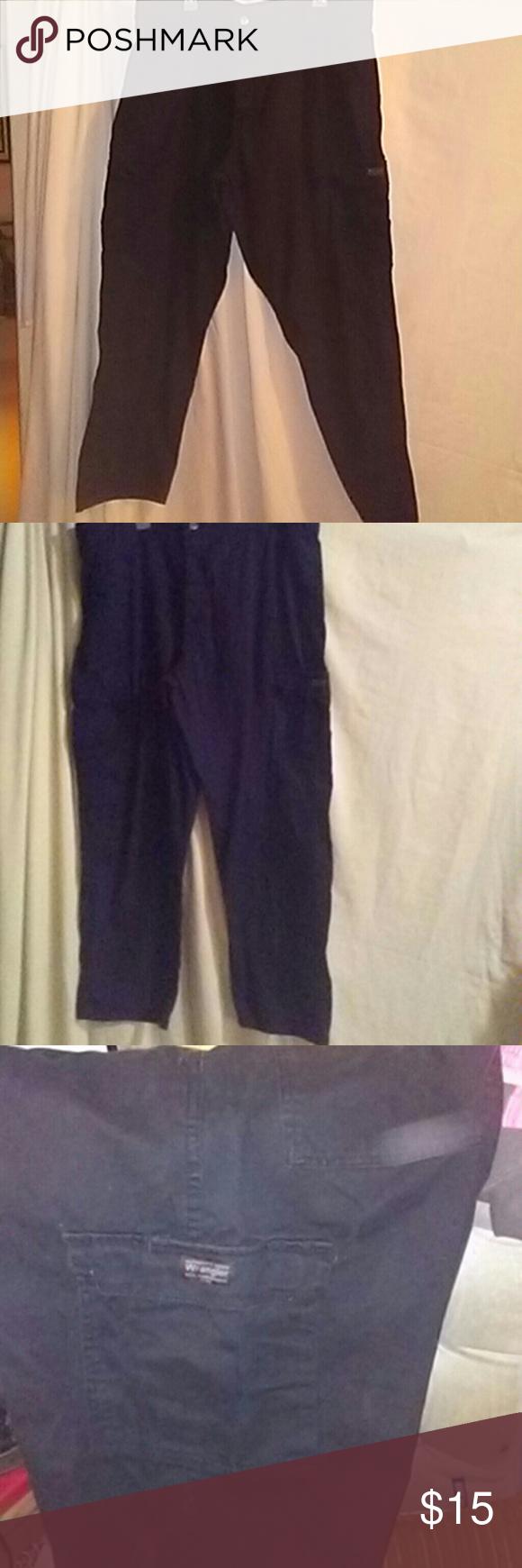 Men's Black Pants Black Cargo Pants size 40?32. Wrangler Wrangler Jeans Relaxed