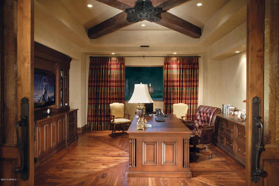 Best Traditional Home Office With A Large Wooden Desk Sit In 400 x 300
