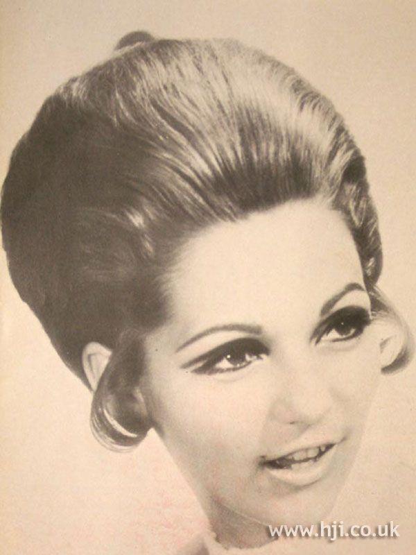 1969 brunette volume hairstyle