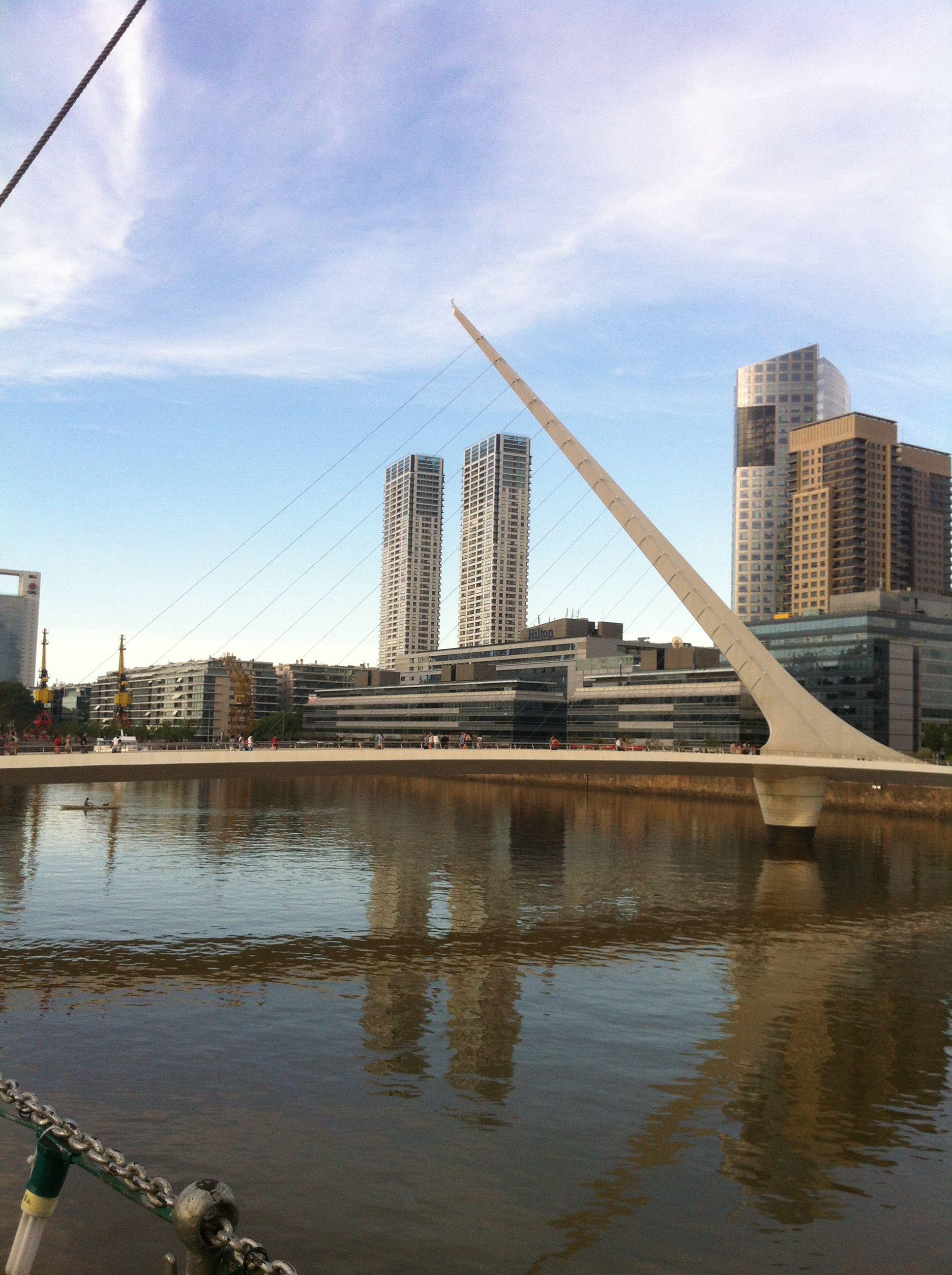 Puente a la mujer en Puerto Madero Argentina