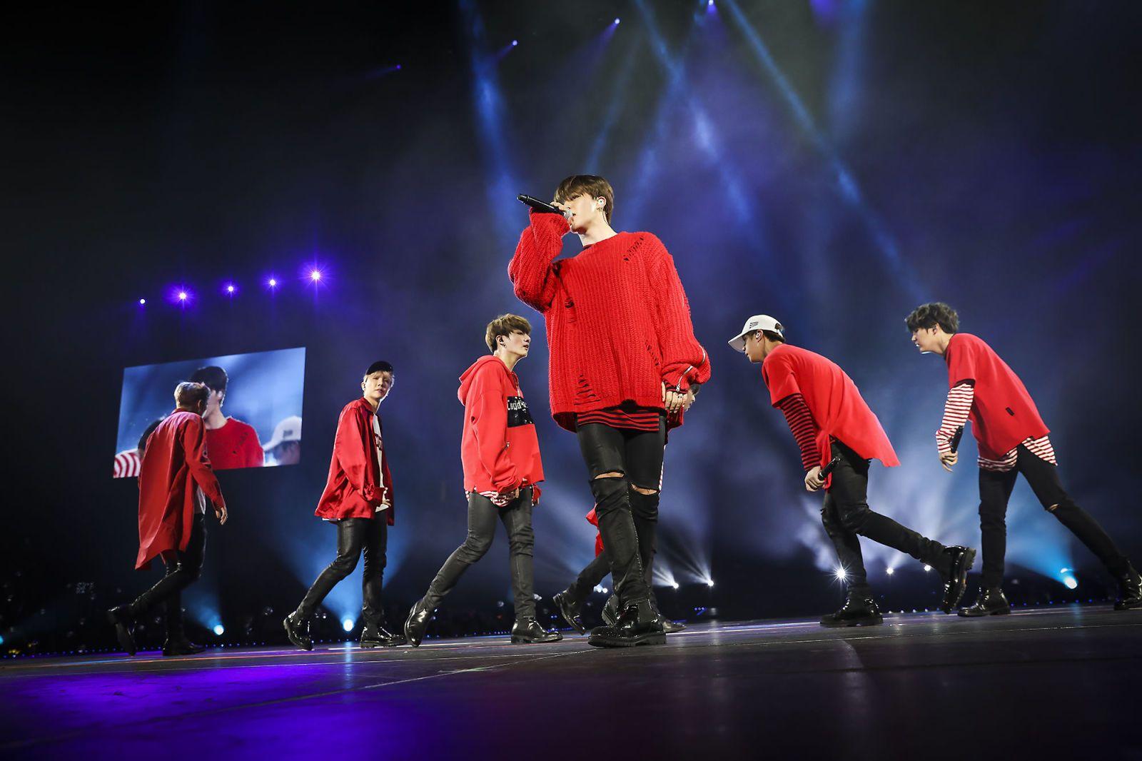 Resultado de imagem para bts performing on stage